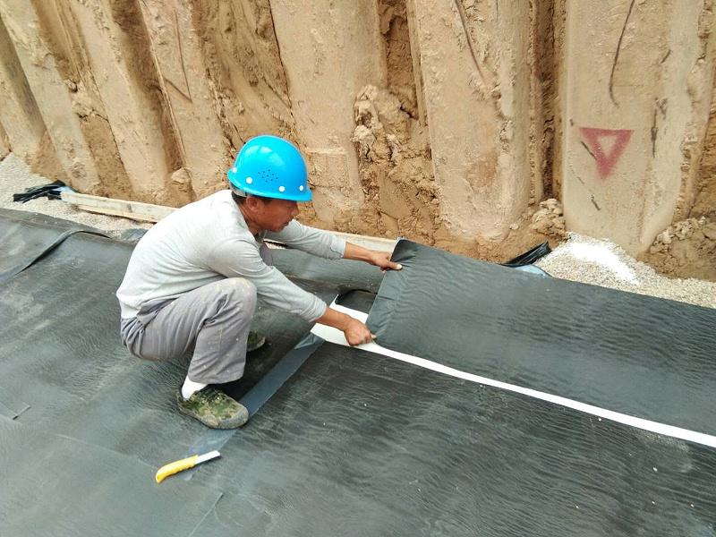 城市地下综合管廊防水非沥青基自粘胶膜防水卷材施工注意事项