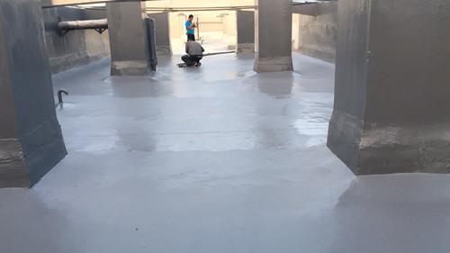 【烟台】屋面防水喷涂聚脲防水涂料正在施工中